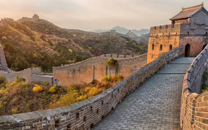 People building the great Wall of China