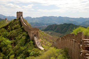 the great wall on mountains